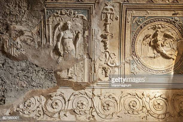 pompei, detail of a bas-relief - pompeya fotografías e imágenes de stock