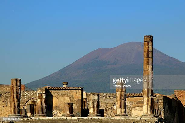 pompeii and mount vesuvius as a dramatic backdrop - pompeii stock photos and pictures