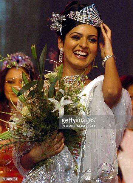 Pond's Femina Miss India 2005 Earth second runnerup Niharika Singh walks down the stage after her crowning at the beauty paeganat in Bombay 27 March...