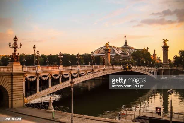 pont alexandre iii at sunrise, paris, france - pont alexandre iii photos et images de collection