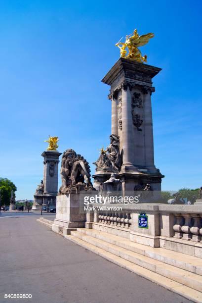pont alexandre iii, paris. - pont alexandre iii photos et images de collection