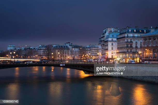 pont d'arcole, île de la cité & île saint-louis, paris - paris night stock pictures, royalty-free photos & images