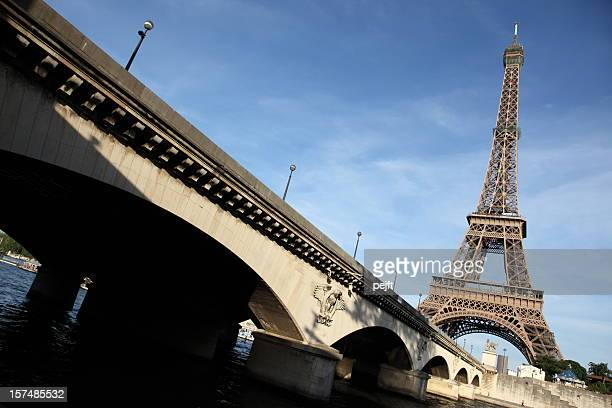 pont d'lena in front of the eiffel tower, paris - pejft stock pictures, royalty-free photos & images