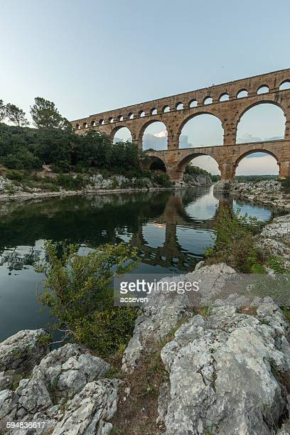 pont du gard aqueduct, france - pont du gard stockfoto's en -beelden