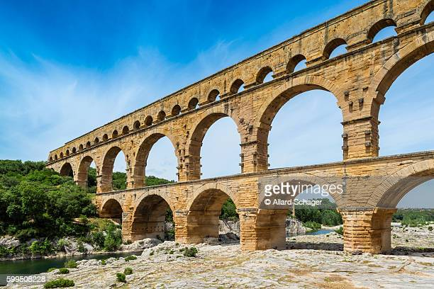 pont du gard aqueduct in southern france - roman stock pictures, royalty-free photos & images