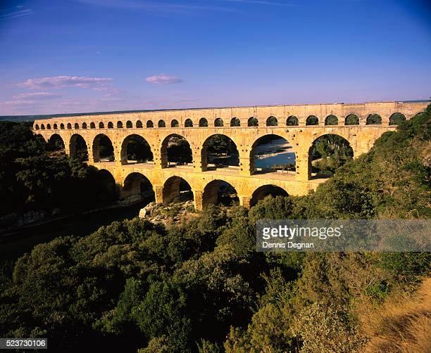 pont du gard aqueduct - ポン・デュ・ガール ストックフォトと画像