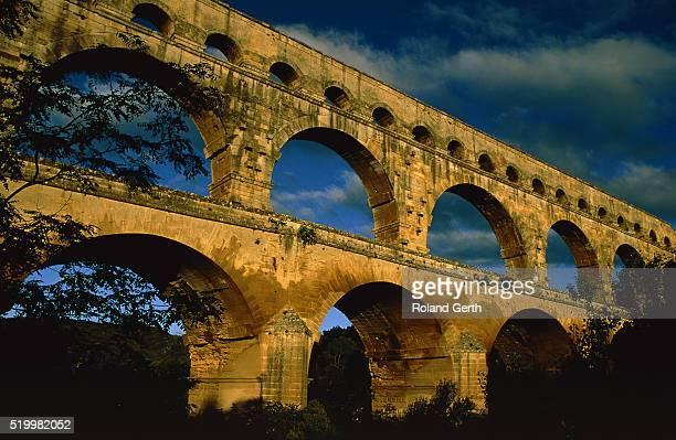 pont du gard, france, nimes - ポン・デュ・ガール ストックフォトと画像