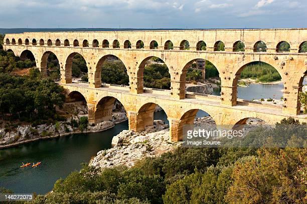 pont du gard, nimes, provence, france - pont du gard stockfoto's en -beelden