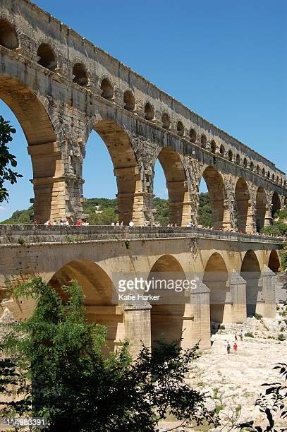 pont du gard - pont du gard stockfoto's en -beelden