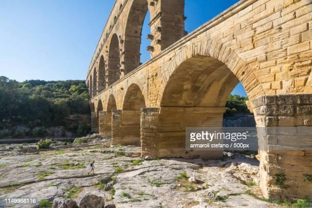 pont du gard - pont du gard stock pictures, royalty-free photos & images