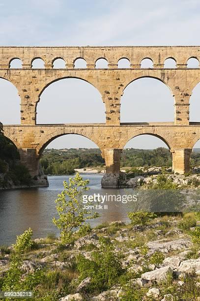 pont du gard, roman aqueduct - ポン・デュ・ガール ストックフォトと画像