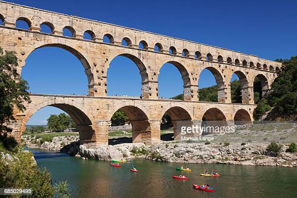 pont du gard, roman aqueduct, unesco world heritage site, river gard, languedoc-roussillon, southern france, france, europe - pont du gard stockfoto's en -beelden