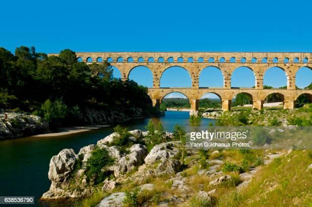 pont du gard, roman bridge, nimes, france - pont du gard stock pictures, royalty-free photos & images