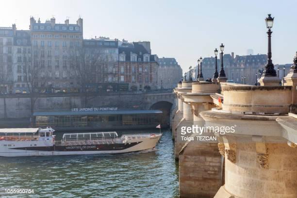pont neuf, ile de la cite, parijs - frankrijk - ile de france stockfoto's en -beelden