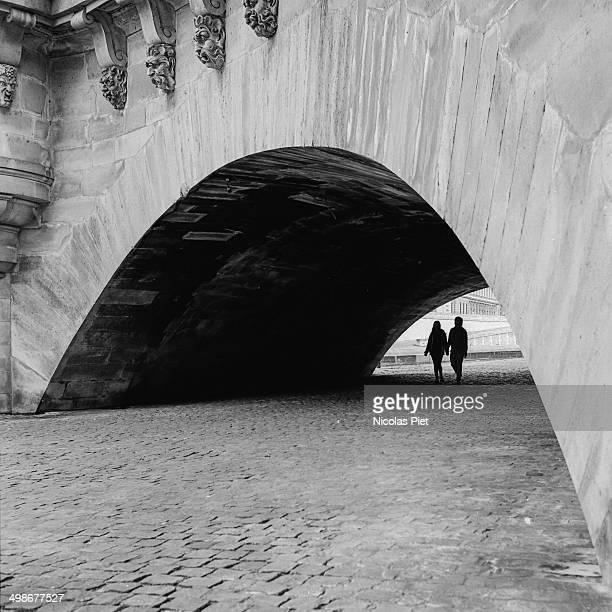 pont neuf - paris noir et blanc photos et images de collection