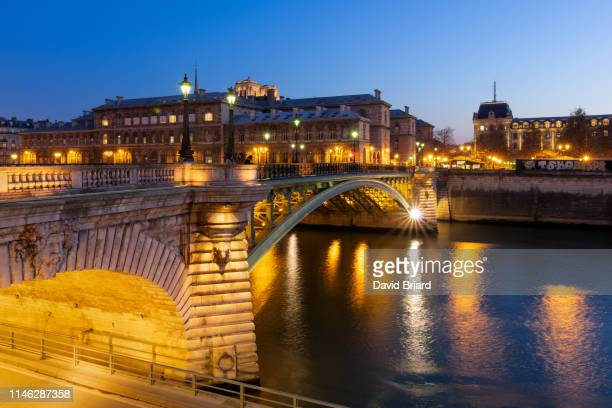 pont notre-dame - briard stock photos and pictures