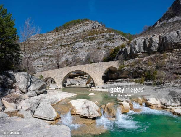 pont roman - alain bachellier photos et images de collection