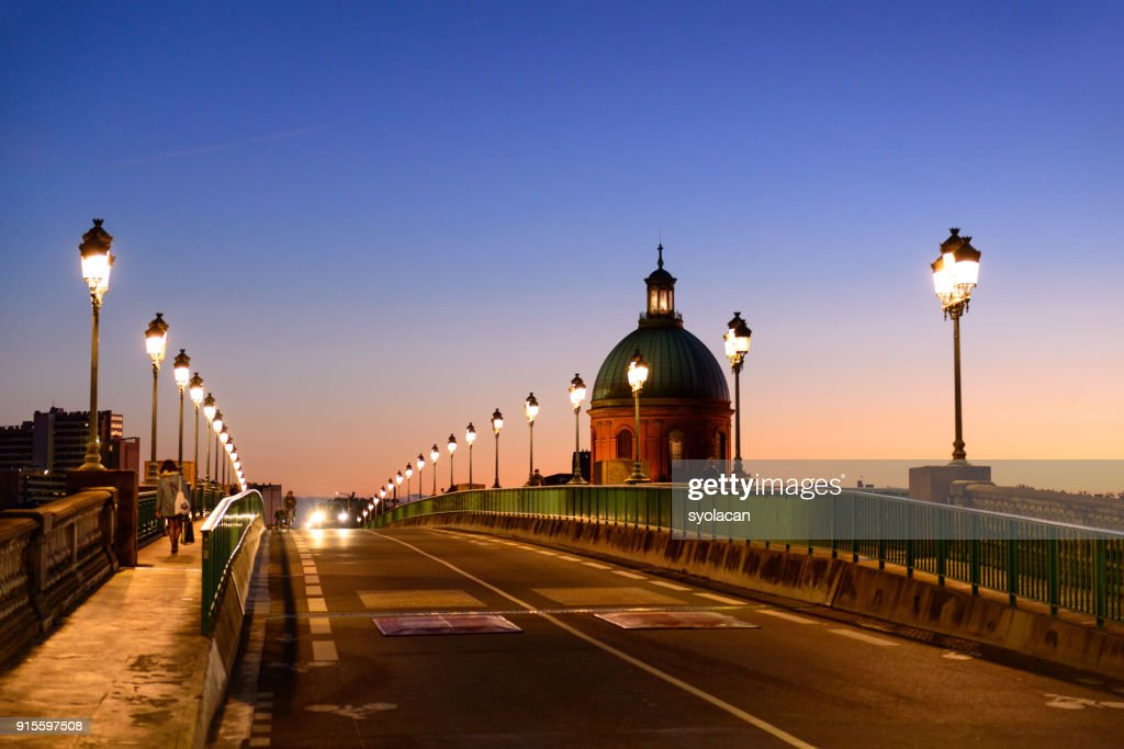 Pont Saint Pierre and the dome of the Grave at dusk, Toulouse : Stock Photo