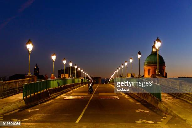 pont saint pierre and the dome of the grave at dusk, toulouse - syolacan stock pictures, royalty-free photos & images