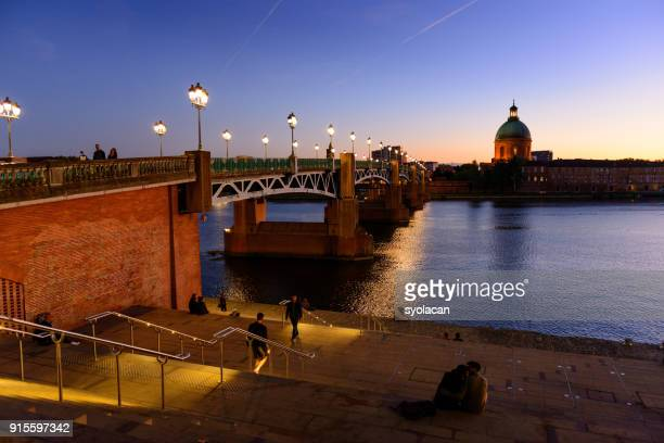 pont saint pierre at dusk, toulouse - syolacan stock pictures, royalty-free photos & images