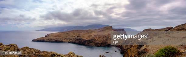 """ponta de são lourenço peninsula landscape at madeira island during an overcast summer day - """"sjoerd van der wal"""" or """"sjo"""" - fotografias e filmes do acervo"""