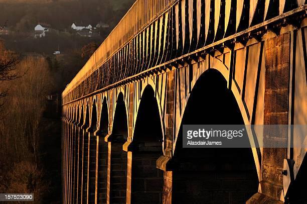 pontcysyllte aqueduct at dawn - wrexham stock pictures, royalty-free photos & images