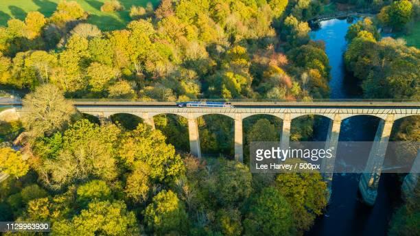 pontcysyllte aqueduct from above - moselle imagens e fotografias de stock
