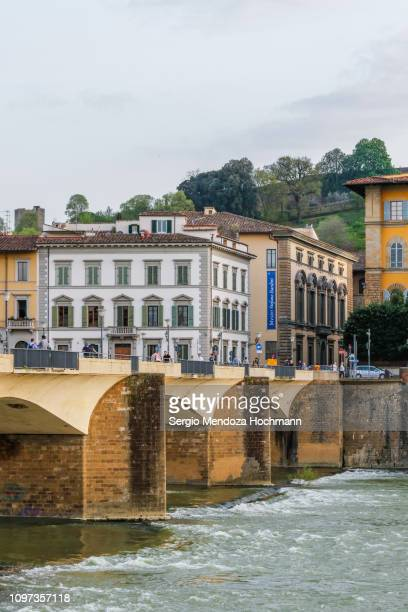 ponte alle grazie and the arno river - florence, italy - retreating ストックフォトと画像