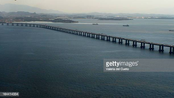 ponte rio niteroi - sem fim... valéria del cueto stock pictures, royalty-free photos & images
