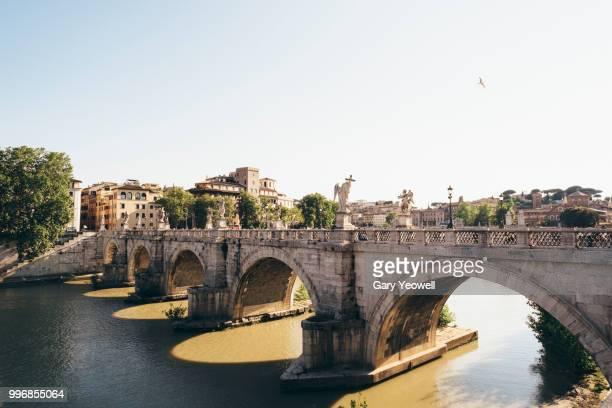 ponte sant' angelo in over tiber rome - forza italia foto e immagini stock