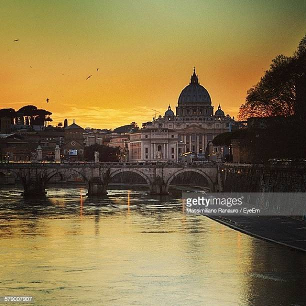 ponte umberto i over river against sky during sunset - massimiliano ranauro stock pictures, royalty-free photos & images