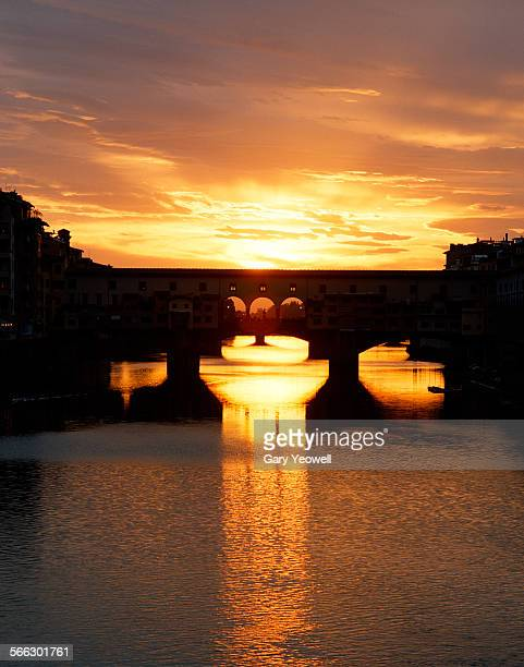 ponte vecchio and river arno at sunset - ponte vecchio stock photos and pictures
