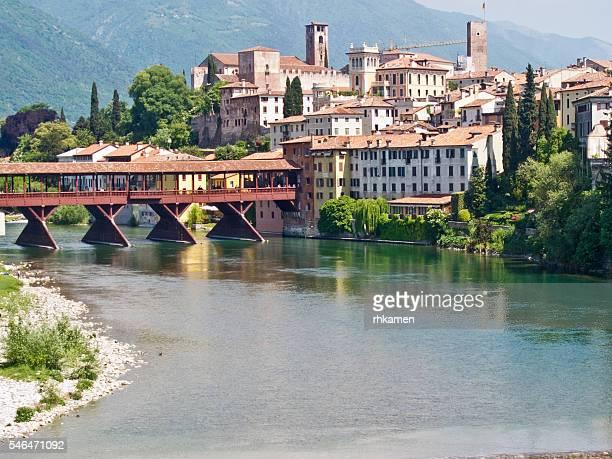 ponte vecchio, bassano del grappa, vicenza, veneto, italy - バッサーノデルグラッパ ストックフォトと画像