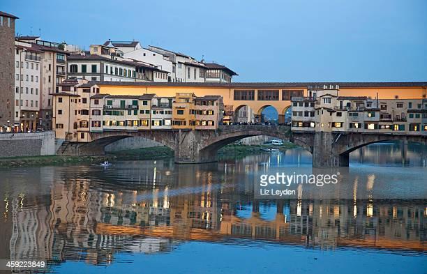 Ponte Vecchio, a Firenze, dopo il tramonto