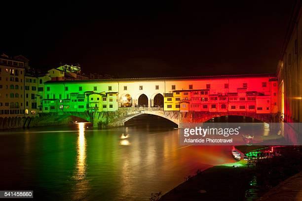 ponte vecchio illuminated with colors of italian flag - tricolore foto e immagini stock
