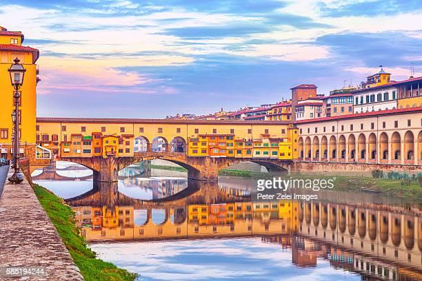 ponte vecchio in florence, tuscany, italy - florence italy stockfoto's en -beelden
