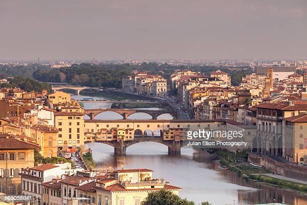 ponte vecchio - unesco stock-fotos und bilder