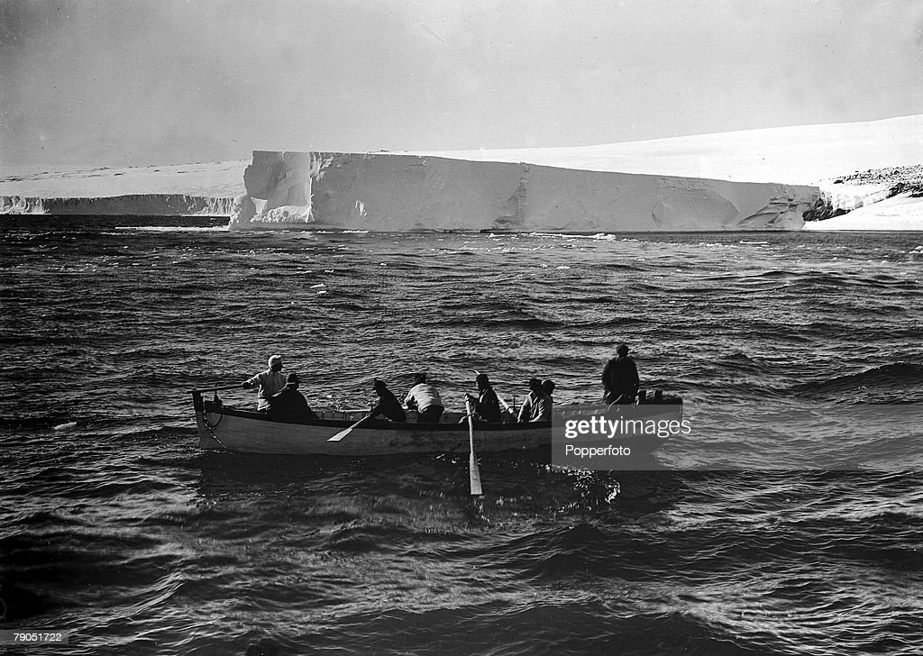 H.G Ponting. Captain Scott+s Antarctic Expedition 1910 - 1912. 20th January, 1911. A rowing boat coming off from the Terra Nova ship after it had run aground at a berg near Cape Evans. : Nachrichtenfoto