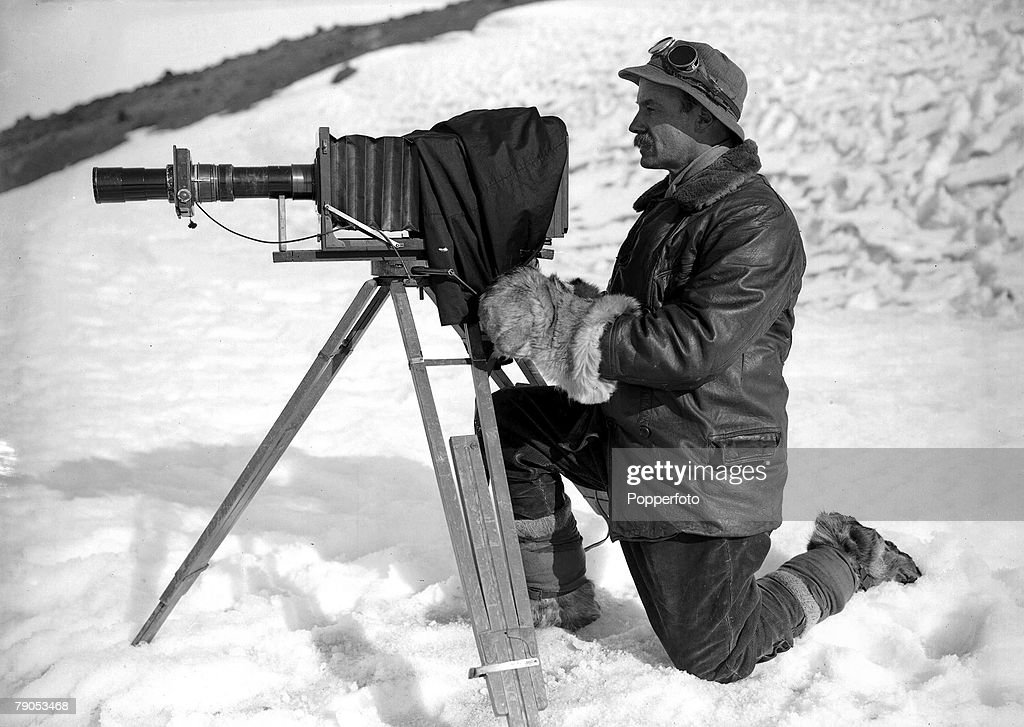 H.G Ponting. Captain Scott+s Antarctic Expedition 1910 - 1912. 30th January, 1912. Full length portrait of photographer Herbert Ponting wearing warm clothing with his cinematograph and tripod : News Photo