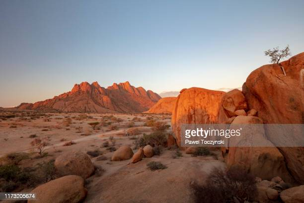 pontok mountains in the spitzkoppe nature reserve at sunset, namibia, 2018 - africa stock pictures, royalty-free photos & images