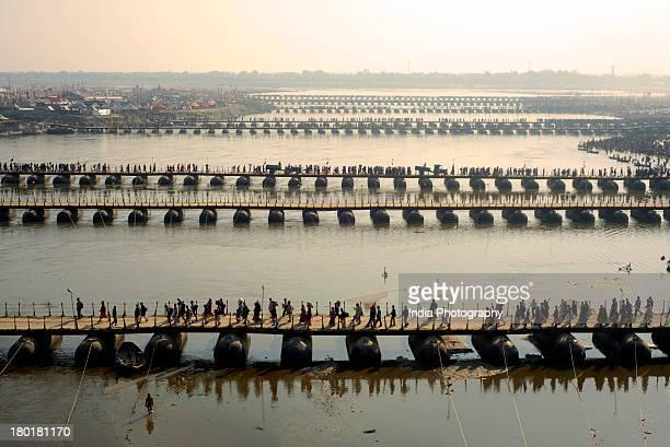 pontoon bridges @ kumbh mela - prayagraj stock pictures, royalty-free photos & images