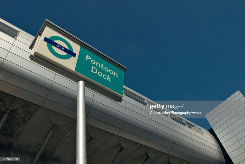 Pontoon Dock DLR station, East London, UK : Nachrichtenfoto