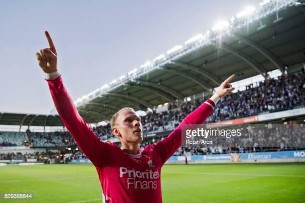 Pontus Dahlberg goalkeeper of IFK Goteborg celebrates his team's victory during the Allsvenskan match between IFK Goteborg and AIK at Gamla Ullevi on...