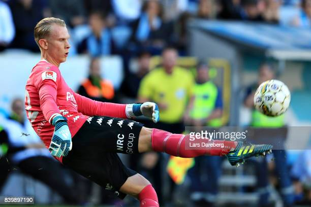 Pontus Dahlberg goalkeeper of IFK Goteborg during the Allsvenskan match between Malmo FF and IFK Goteborg at Swedbank Stadion on August 27 2017 in...