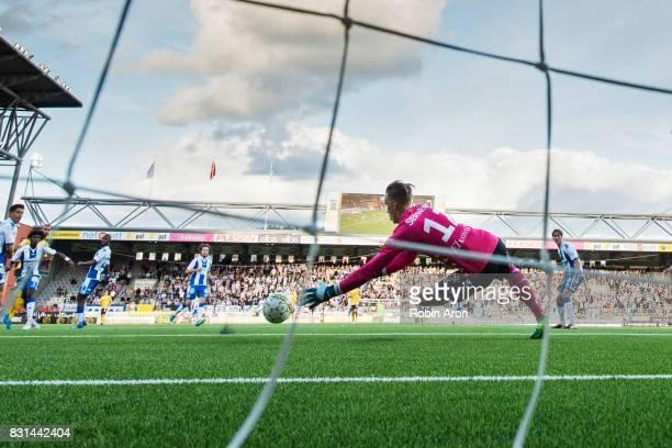 Pontus Dahlberg goalkeeper of IFK Goteborg saves a shot during the Allsvenskan match between IF Elfsborg and IFK Goteborg at Boras Arena on August 14...
