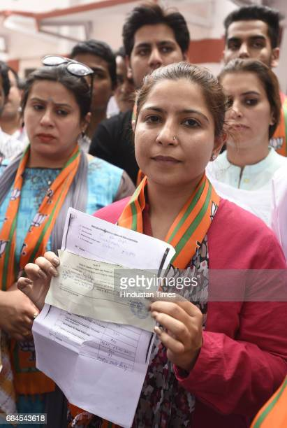 Pooja Sehgal who was given ticket from Ward No66 Rani Bagh Pitampura protesting with her supporters at Delhi BJP Office as her ticket was cancelled...
