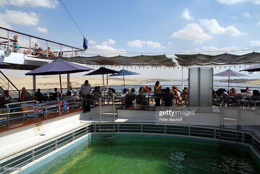 "Pool am Sonnendeck, Kreuzfahrtschiff MS ""Astoria"" im Suez-Kanal, Ägypten, Afrika, As : News Photo"