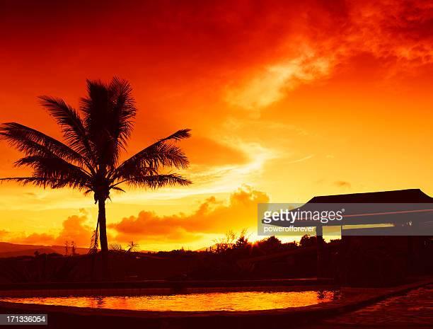 Piscine au lever du soleil sur l'île de Pâques