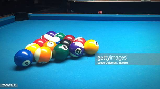 pool balls on table - jesse coleman imagens e fotografias de stock