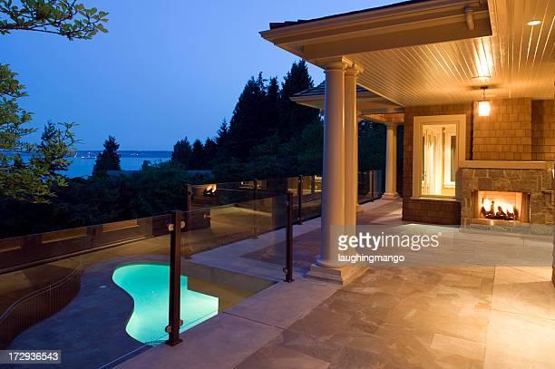 pool house in der Dämmerung